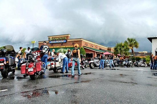 Toucans Ale House: Harley Davidson Day