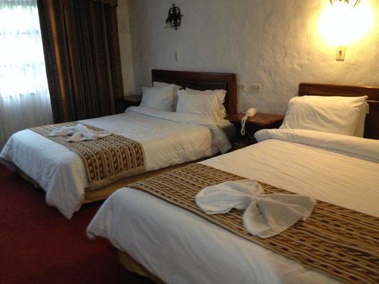 Hotel Aeropuerto Costa Rica: Older rooms, but clean and large