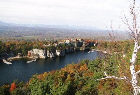 Mohonk Mountain House: View of the hotel from the mountain top