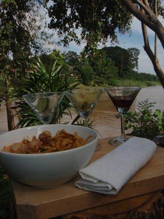 Chez Khao Soi: ข้าวซอยริมน้ำ