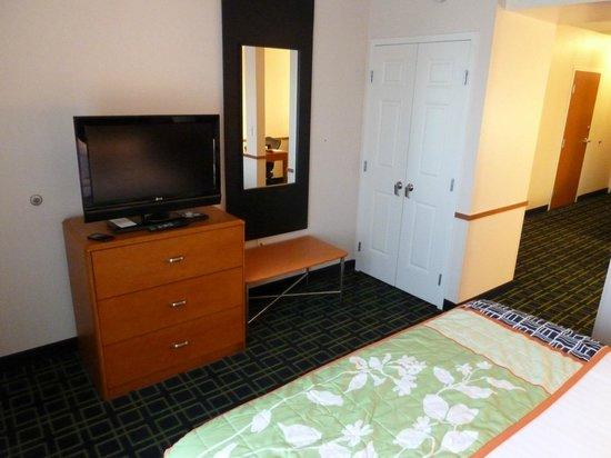 Fairfield Inn & Suites Strasburg Shenandoah Valley: Inside bed area