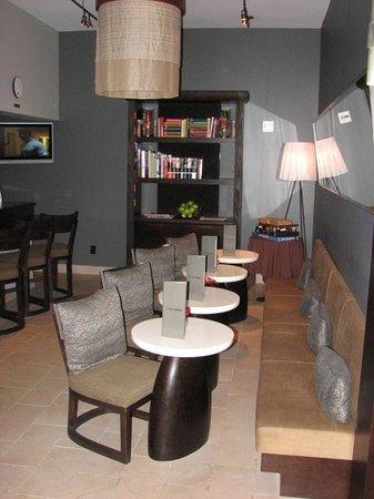 Hotel Renew: Breakfast Bar Morning