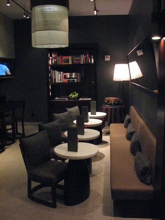 Hotel Renew: Lobby Bar Night