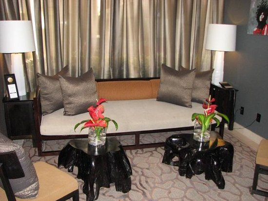 Hotel Renew: Lobby