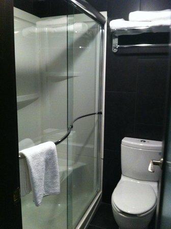 Centro Motel: Nice shower in tiny bathroom