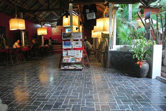 Golden Temple Villa: Cafe