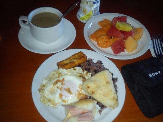 Restaurante El Cortijo - Bistro Nicaraguense : Desayuno típico Buffet