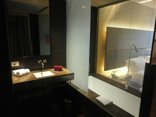 B-Hotel : superior bathroom