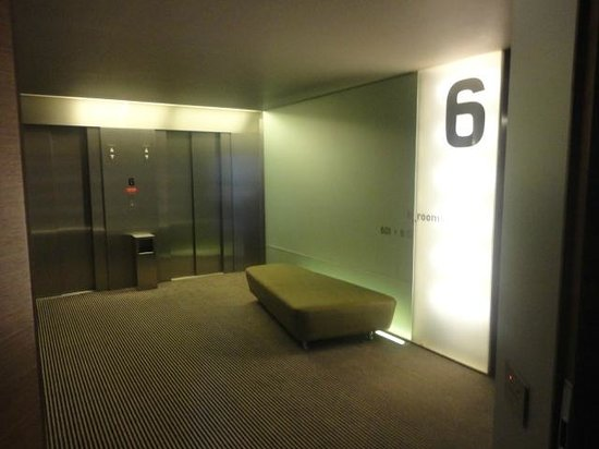 B-Hotel : outside room/lobby