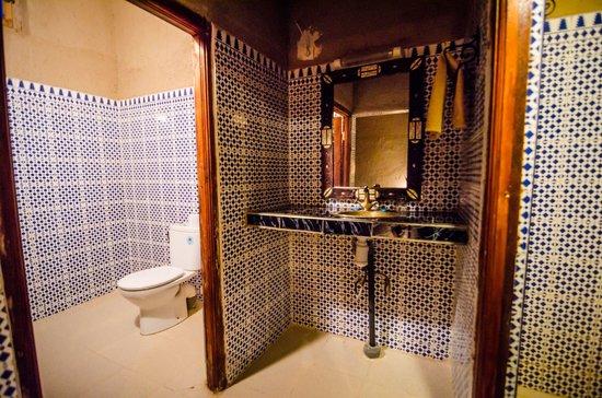 Hotel Nomad Palace: toilet