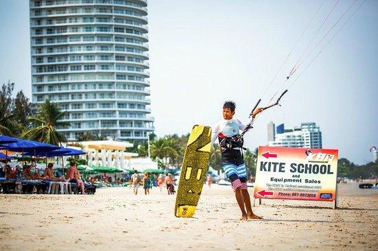 Hua Hin Kitesurfing : Happy kiter