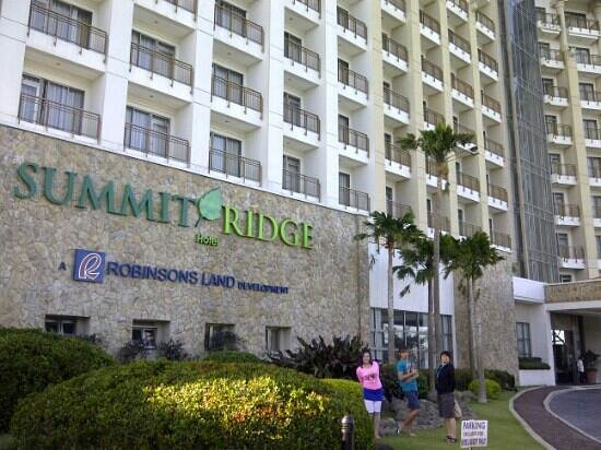 Summit Ridge Tagaytay : in front of the hotel