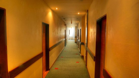 Hotel SLAVIA: Corridor towards the rooms