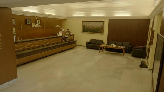 Hotel SLAVIA: Reception area