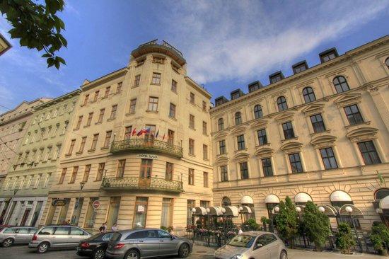 Hotel SLAVIA: Exterior of the hotel