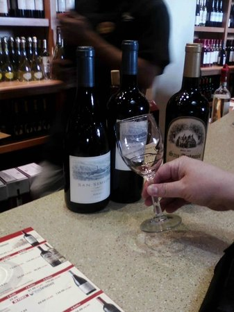 San Antonio Winery - Los Angeles: Wine tasting is complimentary!