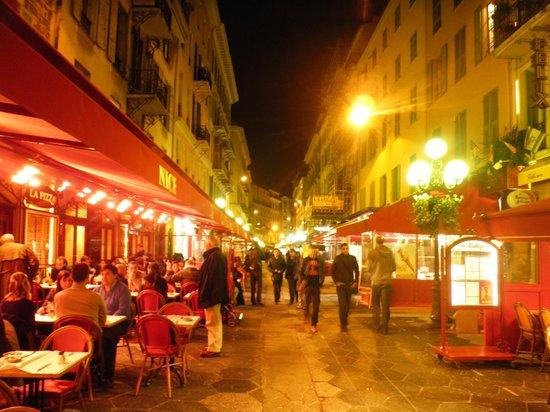 Hotel Aston La Scala: 歩いてすぐの街並み