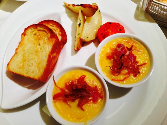The Oberoi, Mumbai : Brioche with the baked eggs with mushrooms
