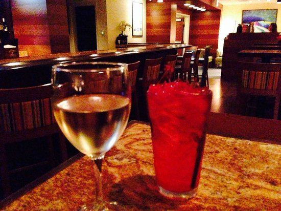 Captain's Table: Me and my buddy enjoyed wine and a Shirley Temple! Great atmosphere and later, awesome scallops!