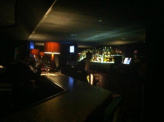 Novi Chophouse : Intimate, relaxed bar scene