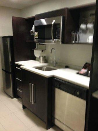 Home2 Suites by Hilton Philadelphia - Convention Center, PA: kitchen view