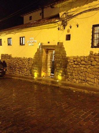 Hotel Rumi Punku: Entrada al Hotel