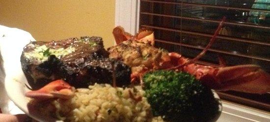 Castaways Seafood & Grille: Baked stuffed lobster, prime rib
