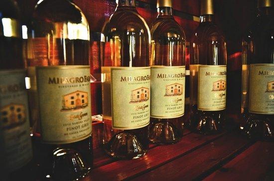 Milagro Farm Vineyards and Winery: Milagro Farm Vineyards & Winery Pinot Gris