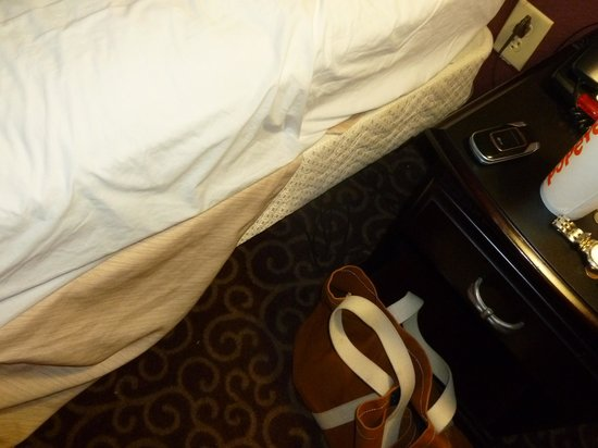 Hampton Inn Vidalia: Could someone learn to make the bed right?