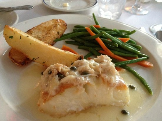 Bistro Soleil at the Olde Marco Inn : Halibut, haricot vert and potato entree