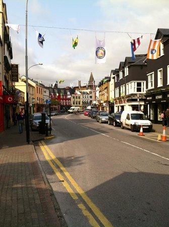 Killarney Plaza Hotel and Spa : Quaint streets of Killarney surrounding the Plaza.