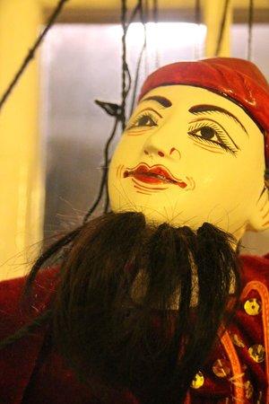 L'Alchimiste: Marionettes on Display