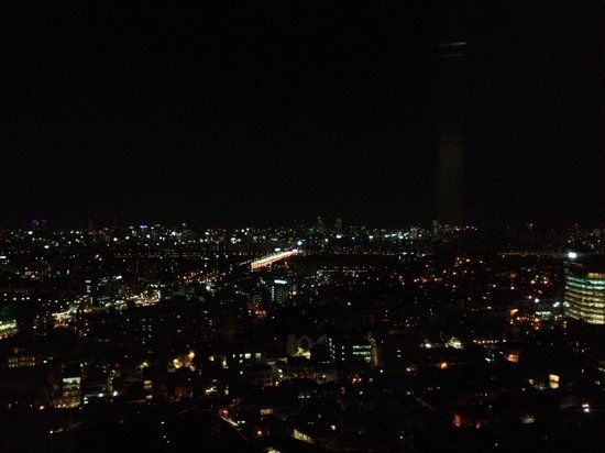Grand Hyatt Seoul : View from the 15th floor at night, looking south towards the Nam