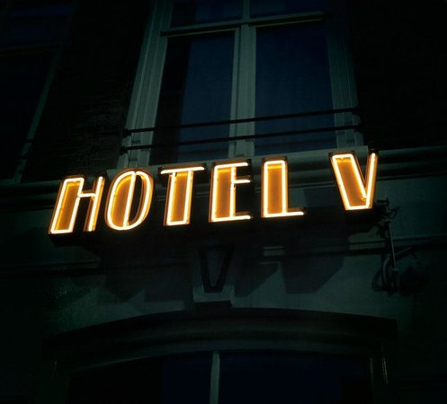 Hotel V Nesplein : Hotel sign outside