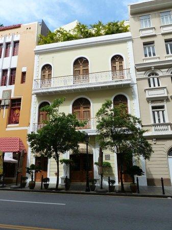Cervantes: Hotel front