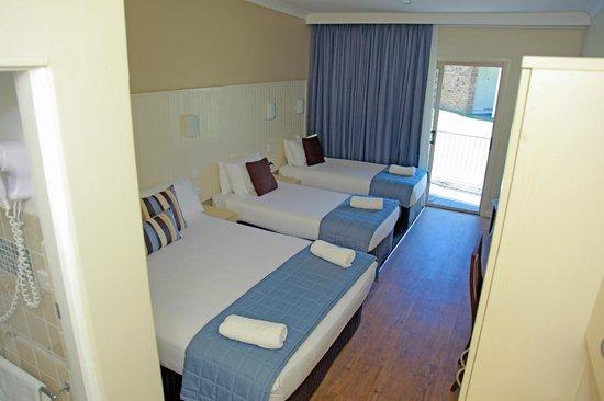 Sleepy Hill Motor Inn: one room family- sleeps 4
