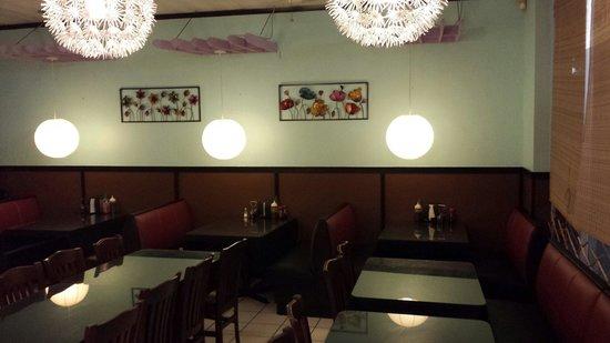 Trang Tien Vietnamese Restaurant: Dining room