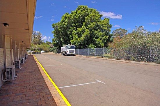 Sleepy Hill Motor Inn: Larger vehicle parking