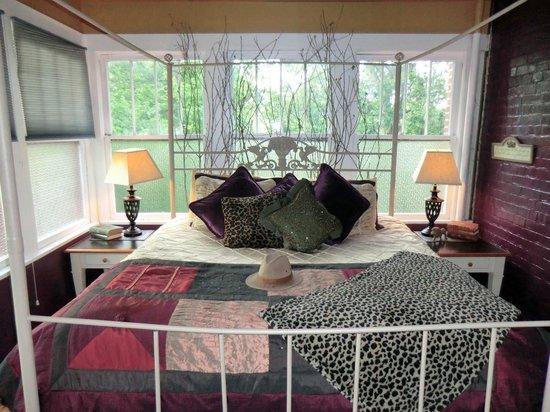 Lyons Twin Mansions: Royal Safari