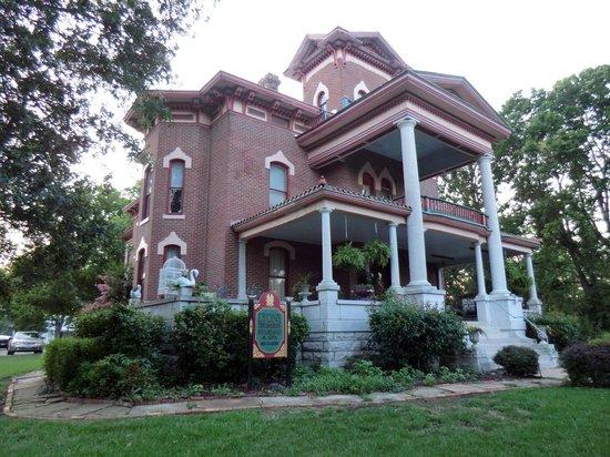 Lyons Twin Mansions: B&B