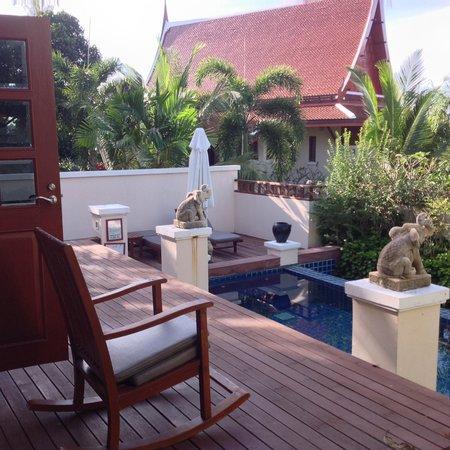 Q Signature Samui Beach Resort: Villa pool area