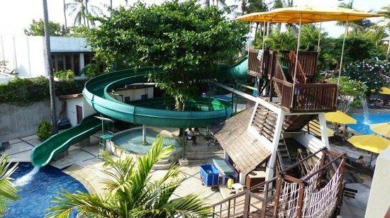 Bali Dynasty Resort Hotel: Caterpillar water slide