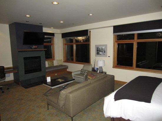 Cedarbrook Lodge: Suite 2227 looking south