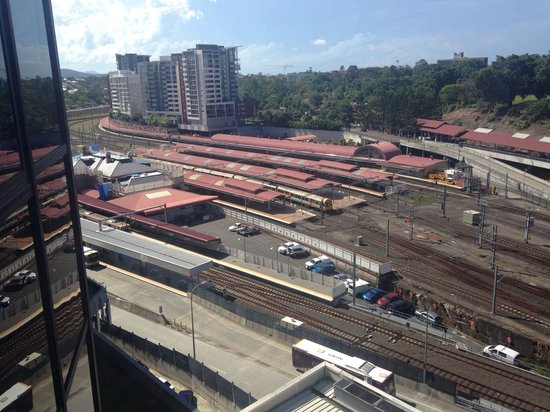 Hotel Jen Brisbane: View from the room of Roma Street Station