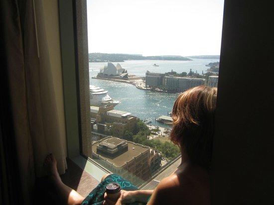 Shangri-La Hotel Sydney: Loved the window seat!