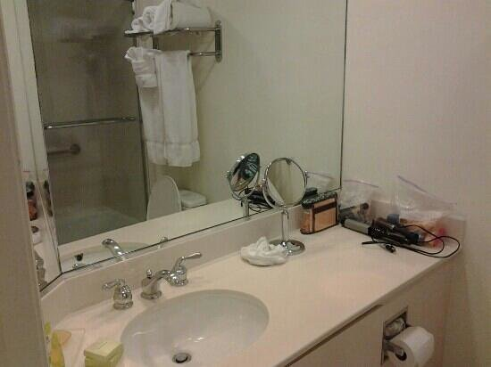 Lido Beach Resort: basic bathroom