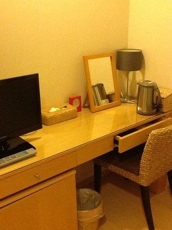Arietta Hotel Osaka: 部屋(デスク)