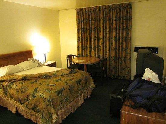 LAX Suites : room