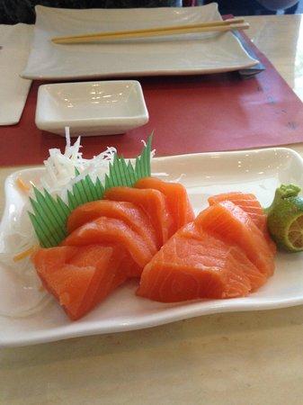 Red Kimono : salmon sashimi
