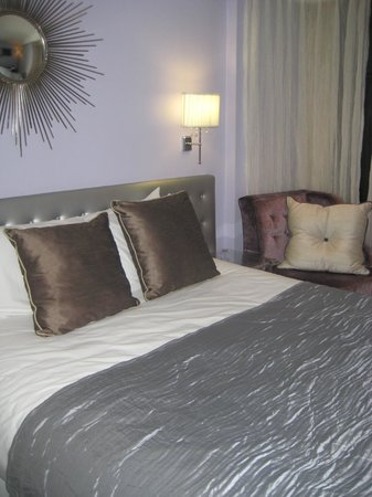 Crowne Plaza Heythrop Park - Oxford: A cozy bed